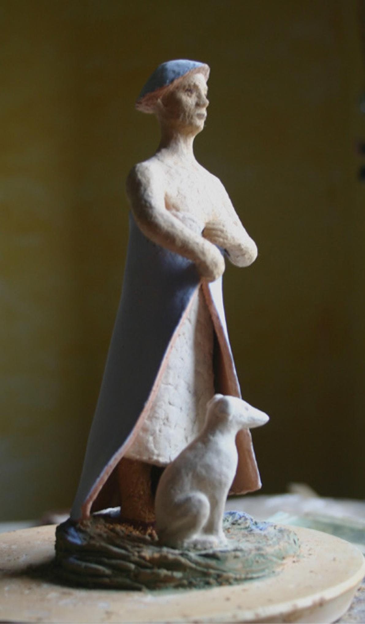 10 | Christa Donner | Frau mit Hund | 2018 | Terracotta engobiert und glasiert | Höhe 23 cm | Kunstlotterie